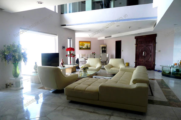 Spacious penthouse facing West Lake, large living room, modern Furnished 1