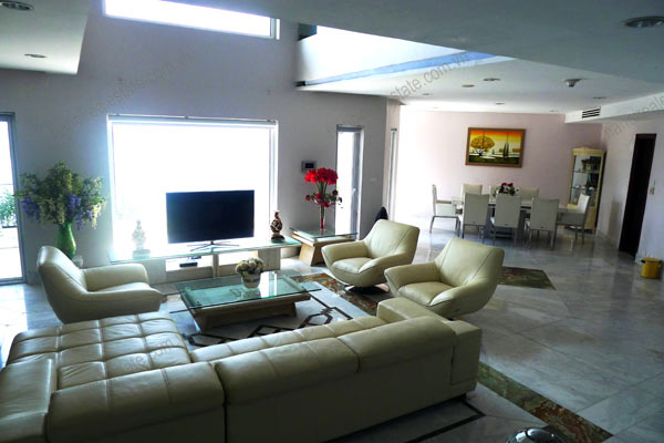 Spacious penthouse facing West Lake, large living room, modern Furnished 2