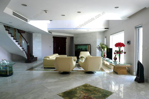 Spacious penthouse facing West Lake, large living room, modern Furnished 6