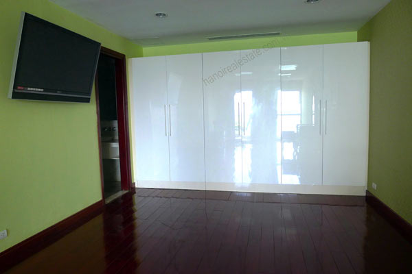 Spacious penthouse facing West Lake, large living room, modern Furnished 3