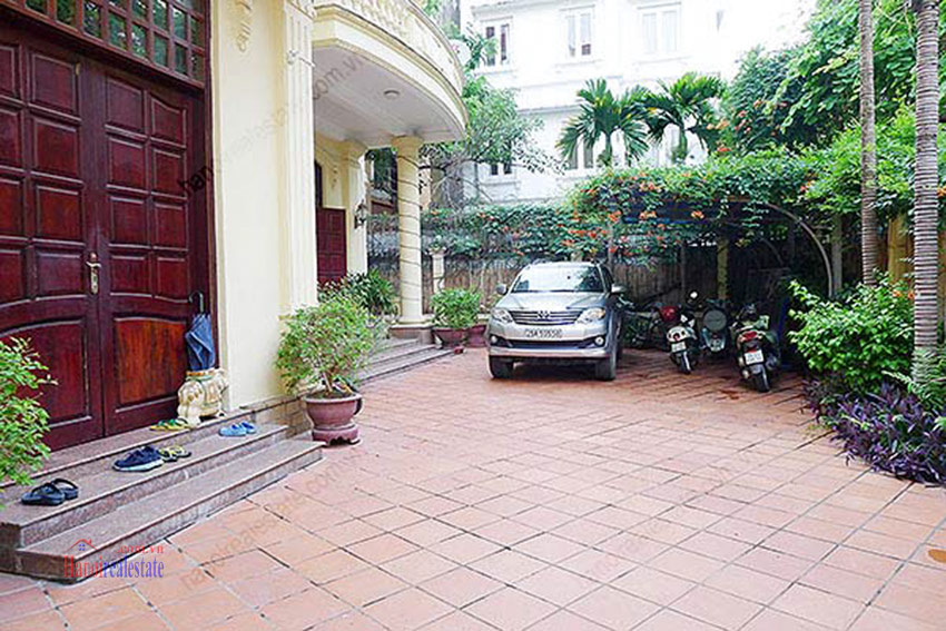 Spacious villa with outdoor Pool and garden in Tay Ho, Well appointed location 2