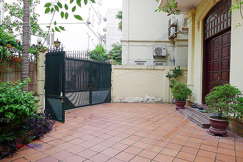 Spacious villa with outdoor Pool and garden in Tay Ho, Well appointed location 3
