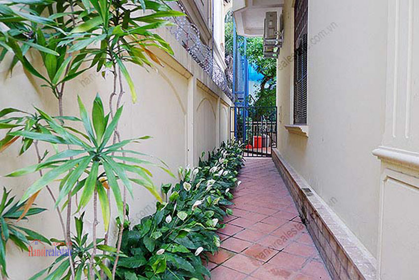 Spacious villa with outdoor Pool and garden in Tay Ho, Well appointed location 4