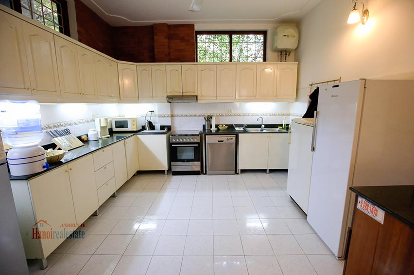 Spacious villa with swimming pool on To Ngoc Van to rent 10