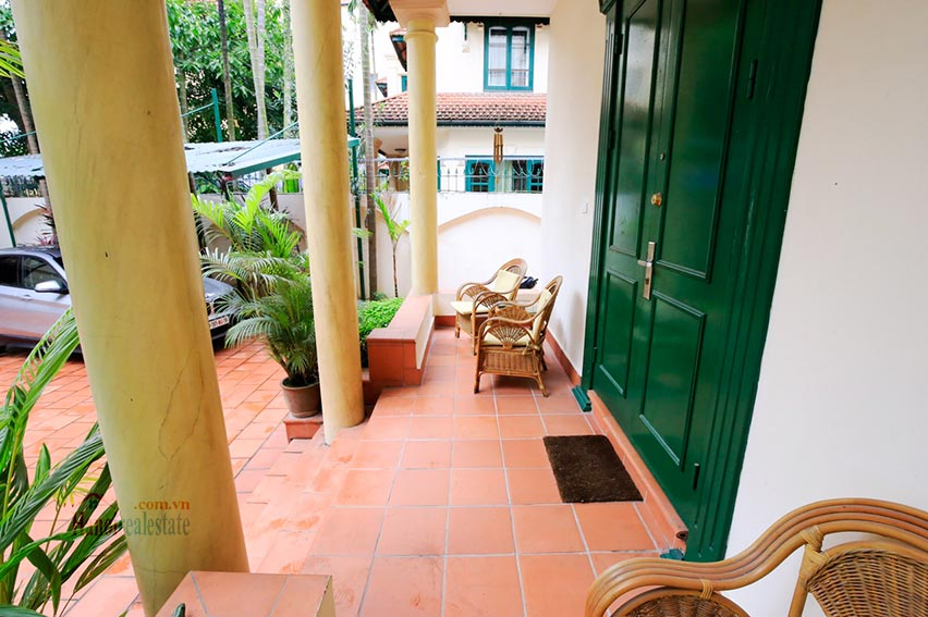 Spacious villa with swimming pool on To Ngoc Van to rent 4
