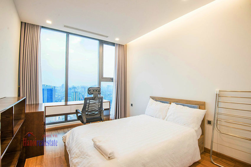 Spectacular city view 03 bedroom apartment in Vinhomes Metropolis 8