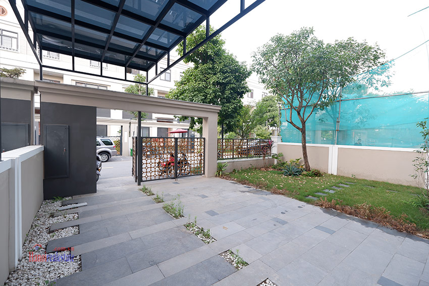 Starlake: Brand new unfurnished 04BRs house, pool and gym 4