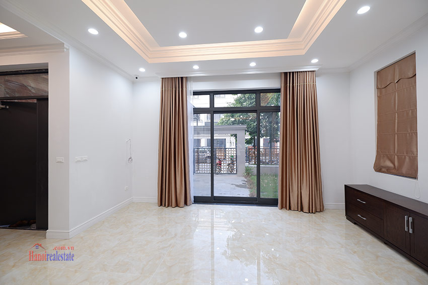 Starlake: Brand new unfurnished 04BRs house, pool and gym 7
