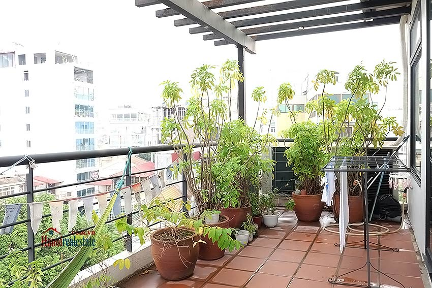 Stunning lake view, awesome 03BRs penthouse to rent in Truc Bach, big balconies 30