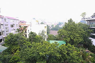 Stunning looking studio on Tay Ho road, with green garden view