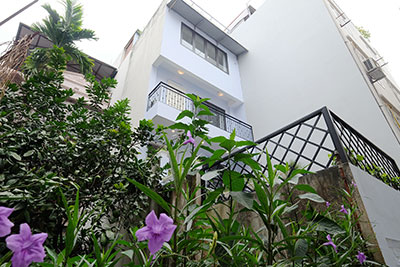 Stylish 04-bedroom house with large rooftop terrace in Tay Ho to lease