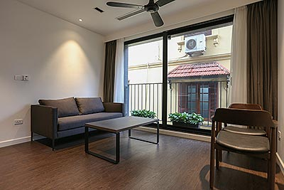 Tidy and modern 01 bedroom apartment on To Ngoc Van street with car access