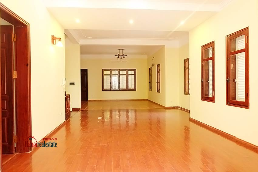 To Ngoc Van: Spacious 05BRs villa with swimming pool 6