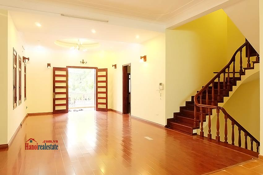 To Ngoc Van: Spacious 05BRs villa with swimming pool 7