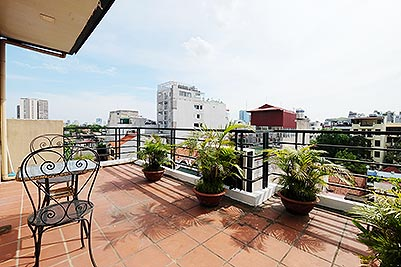 Top floor 1 bedroom apartment to rent in Hai Ba Trung, large balcony & City view