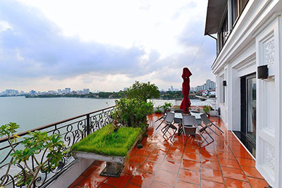 Top floor 2-bedroom Apartment with amazing view over West Lake