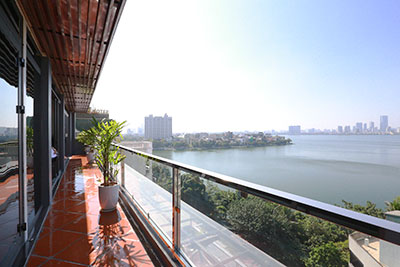 Top floor 2-bedroom apartment with lake view on Xuan Dieu Str Tay Ho District for rent