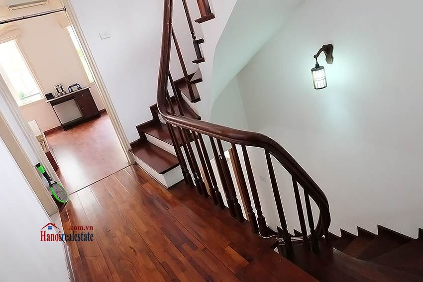 Top floor terrace 04 bedroom house to let in Tay Ho with fully furnished 11