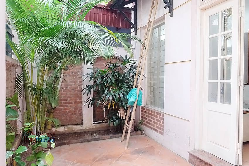 Top floor terrace 04 bedroom house to let in Tay Ho with fully furnished 2