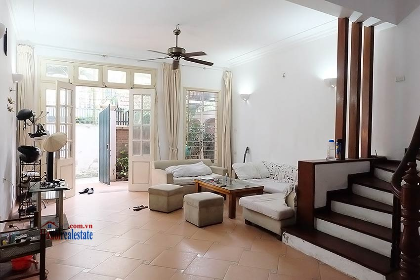 Top floor terrace 04 bedroom house to let in Tay Ho with fully furnished 3