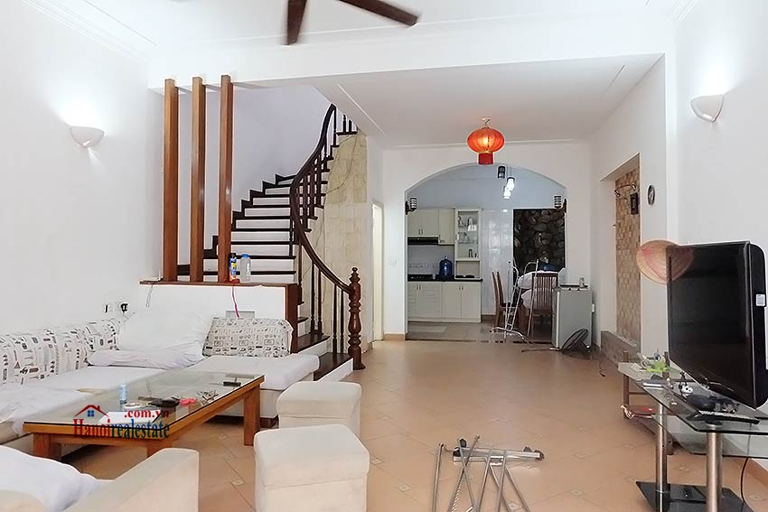 Top floor terrace 04 bedroom house to let in Tay Ho with fully furnished 4