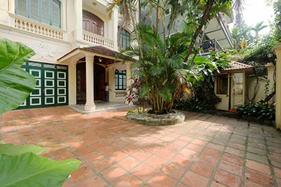 Unfurnished Villa for Ambassadors in Tay Ho-WestLake to rent