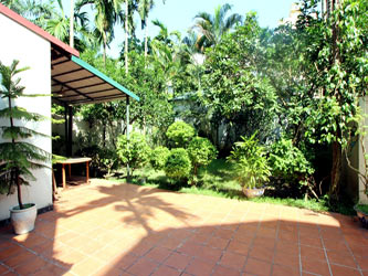 Villa for rent in Dang Thai Mai, large garden and Yard, 4 bedrooms