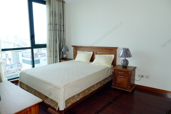 Vincom Park Place: 3 bedroom apartment has an 180m2 living area for rent 15