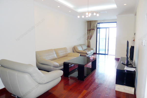 Vincom Park Place: 3 bedroom apartment has an 180m2 living area for rent 2