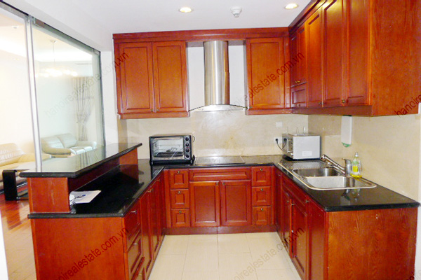 Vincom Park Place: 3 bedroom apartment has an 180m2 living area for rent 4