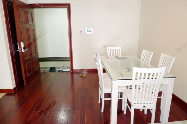 Vincom Park Place: 3 bedroom apartment has an 180m2 living area for rent 6