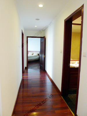 Vincom Park Place: 3 bedroom apartment has an 180m2 living area for rent 8