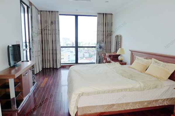 Vincom Park Place: 3 bedroom apartment has an 180m2 living area for rent 9
