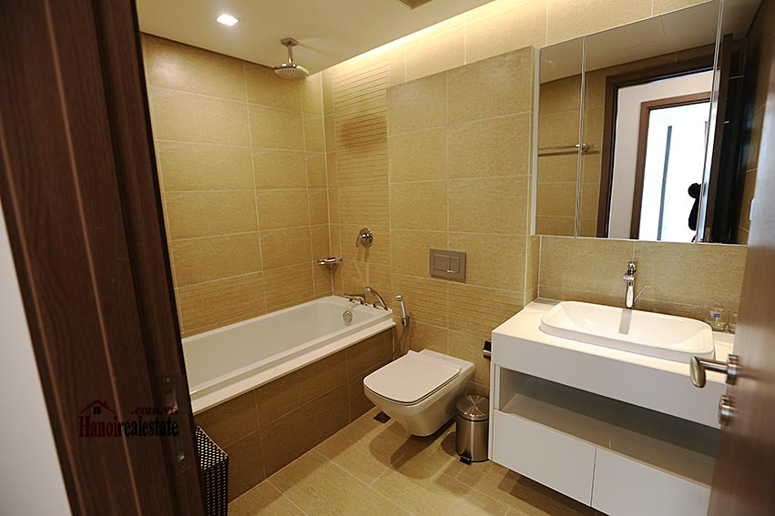 Vinhomes Metropolis: Serviced 01BR apartment at M1 building, balcony 10
