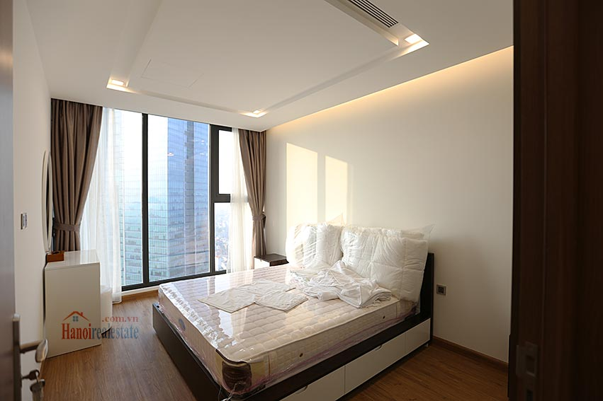 Vinhomes Metropolis: Serviced 01BR apartment at M1 building, balcony 9