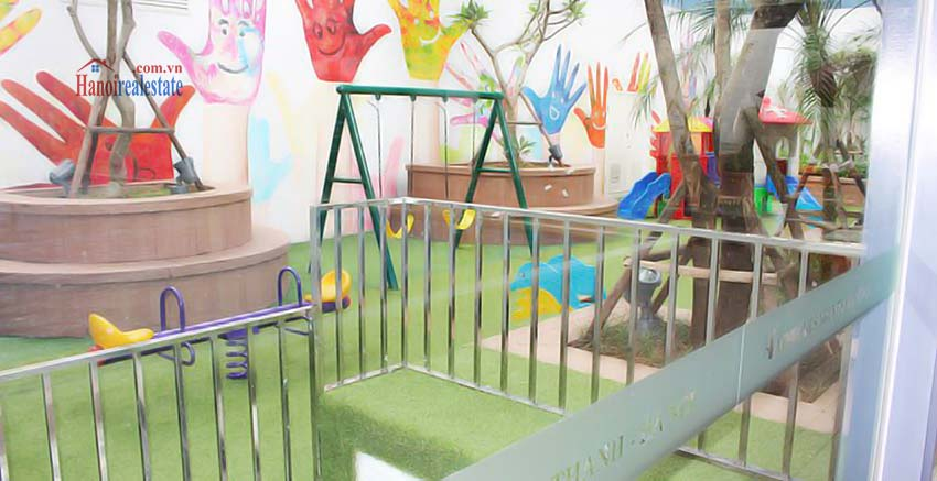 Vinhomes Nguyen Chi Thanh Apartment rental with kids garden