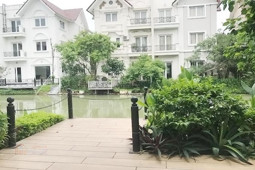 Vinhomes Riverside: 04BRs villa with a lovely garden, river access 4