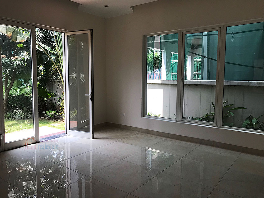 Vinhomes Riverside: Spacious unfurnished  03 + 1BR villa at Hoa Phuong 1, semi detached 4