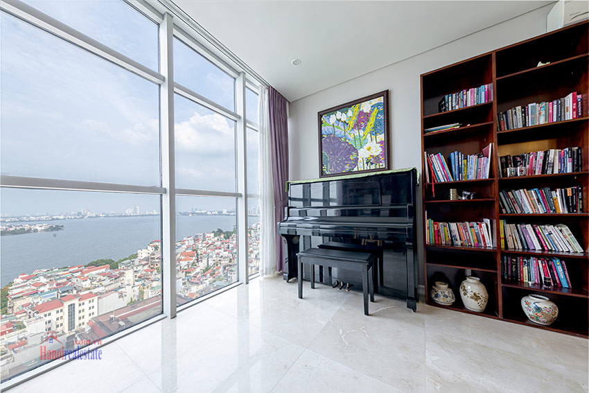 Watermark: Glorious 03BRs apartment on high floor with Westlake view 10