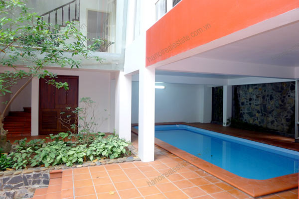 Well designed House includes spacious living room, modern kitchen and pool 2