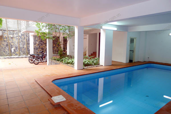 Well designed House includes spacious living room, modern kitchen and pool 4