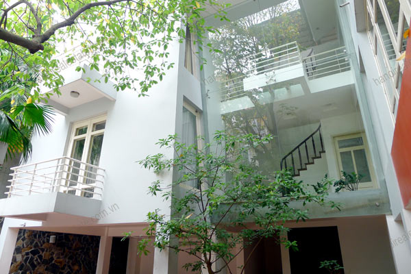 Well designed House includes spacious living room, modern kitchen and pool 5