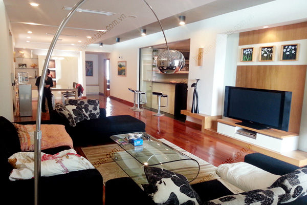 Well Furnished 3 bedroom Apartment on High floor Pacific Place Hanoi 1
