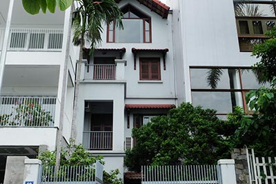 West lake view 04BRs house to rent on Quang An with courtyard, unfurnished