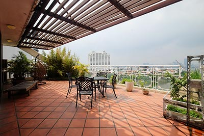 West Lake view penthouse with big terrace on Xuan Dieu to rent