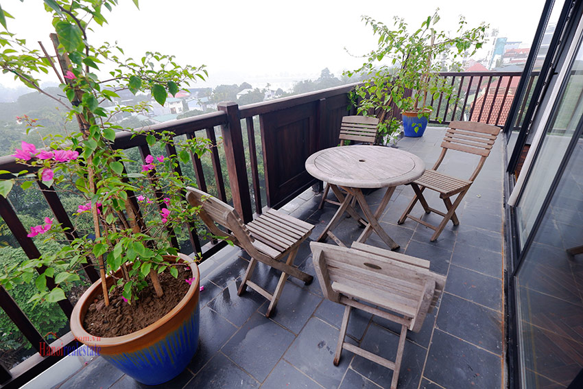 Wonderful and peaceful 02BRs apartment on high floor in the quiet Xom Chua 9