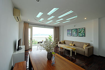 Wonderful apartment with 02 bedrooms in Nhat Chieu, facing to Westlake