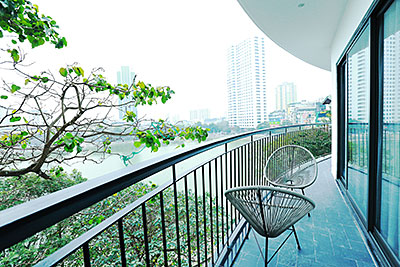 Wonderful Lakeview apartment in Ba Dinh, Pham Huy Thong street