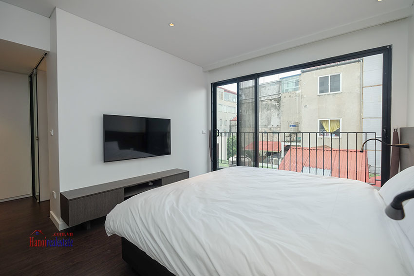 Worth looking Wide balcony and elegant décor 02 bedroom on Xuan Dieu Street 14