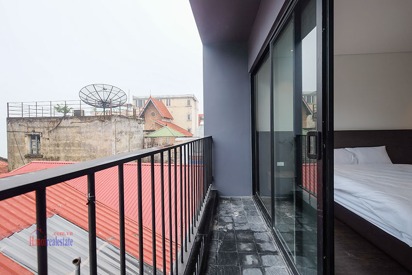 Worth looking Wide balcony and elegant décor 02 bedroom on Xuan Dieu Street 19
